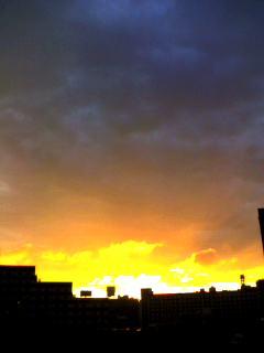 ■雨なのに夕焼け。